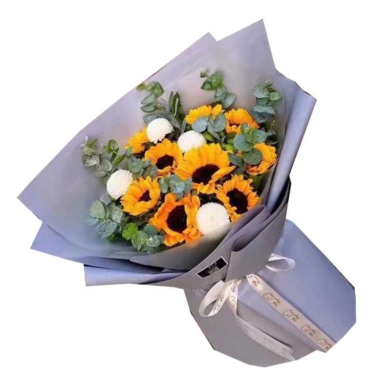 9枝向日葵,4枝乒乓菊(或2枝多头白色百合),尤加利丰满;