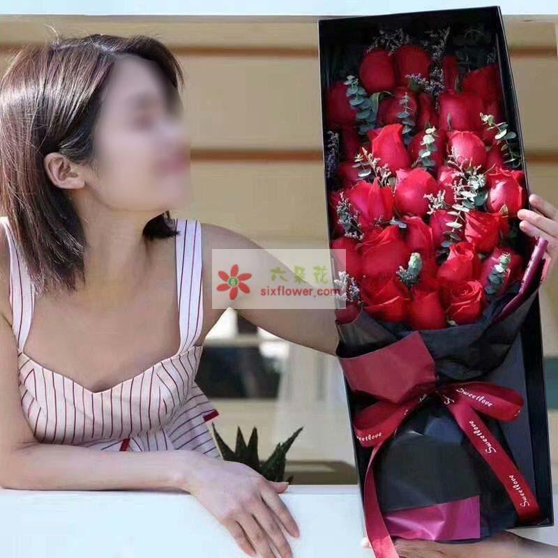 19朵红玫瑰,尤加利、情人草丰满
