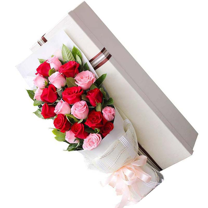 20朵玫瑰,其中戴安娜玫瑰10朵,红玫瑰10朵,栀子叶丰满