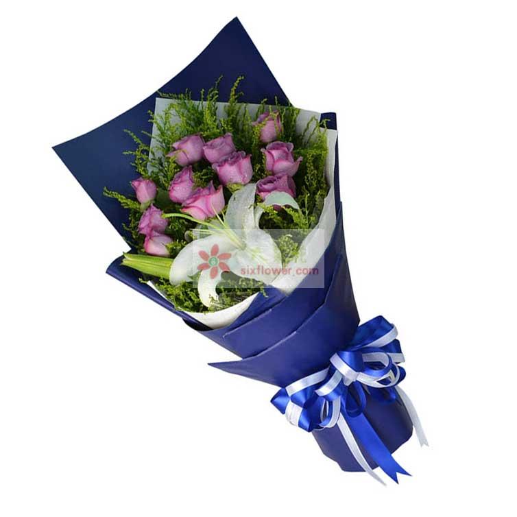 11朵紫色玫瑰,1支多头白色百合,黄英丰满