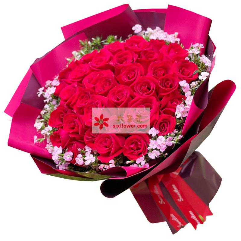 33朵红玫瑰相思梅搭配,爱你是一种幸福