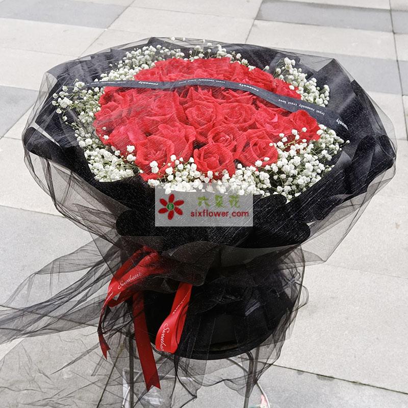 33朵红玫瑰满天星,爱的祝愿