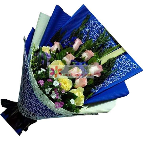 7枝粉色玫瑰+4枝黄色玫瑰(或香槟玫瑰),小花点缀