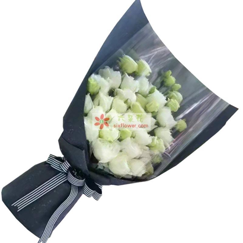 25枝白色玫瑰,11枝白色桔梗