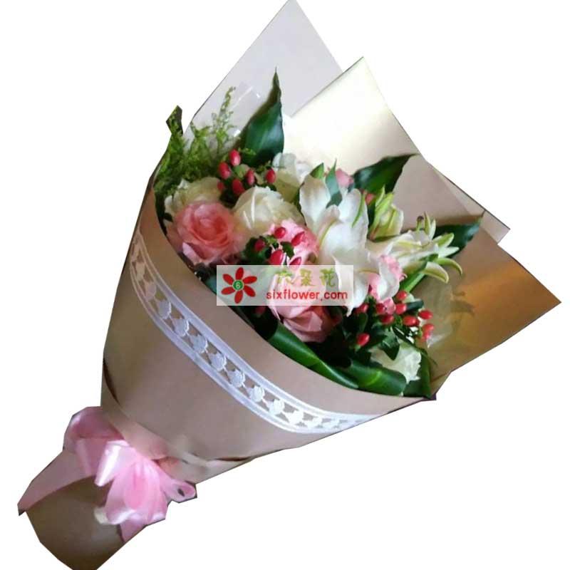 9枝粉色玫瑰+9枝白色玫瑰,巴西叶,黄英搭配,红豆点缀(如果没有可以用相思梅替换)