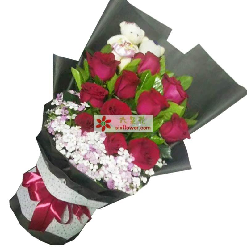 11枝红色玫瑰,2个小熊,相思梅丰满,橛子也搭配;