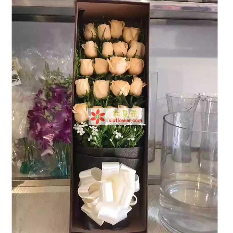 19枝香槟玫瑰,相思梅点缀;