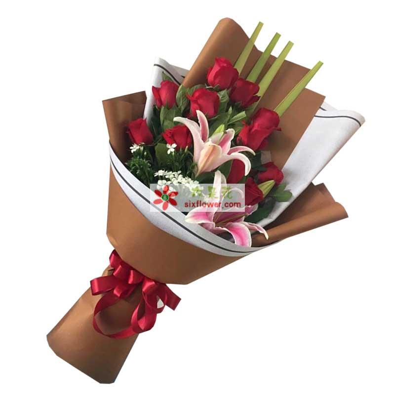 11枝红色玫瑰,2枝百合,配叶、相思梅搭配