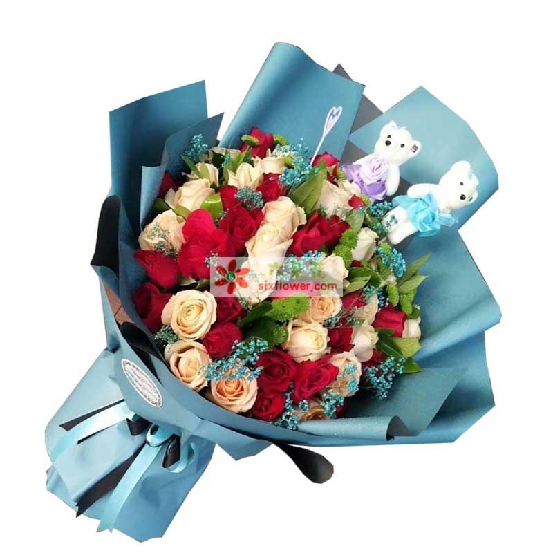 24枝红色玫瑰,24枝香槟玫瑰,小雏菊、蓝色满天星、配叶,2个小熊