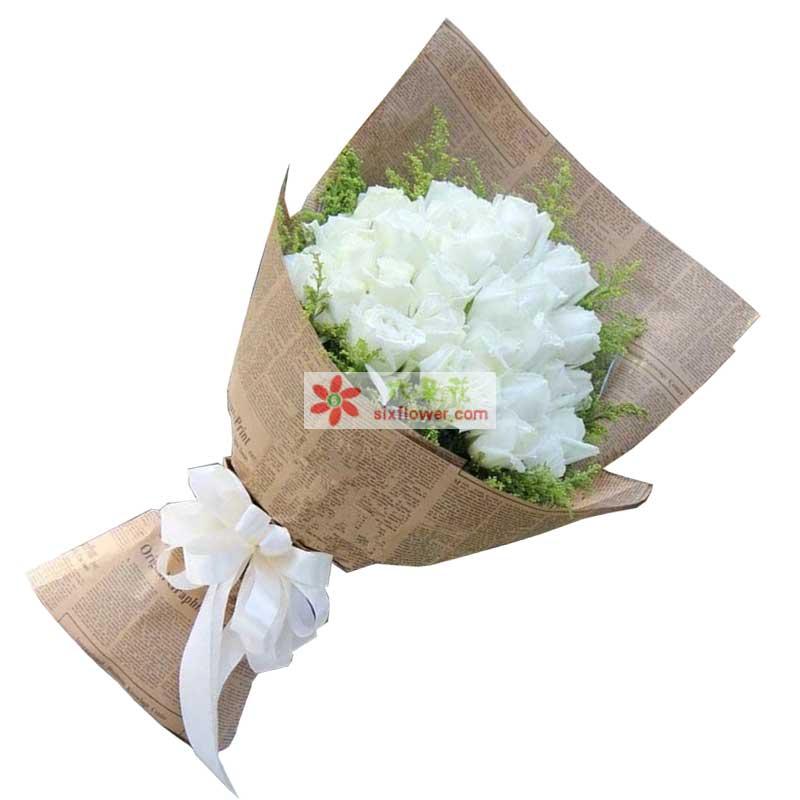 33枝白色玫瑰,黄英周围点缀