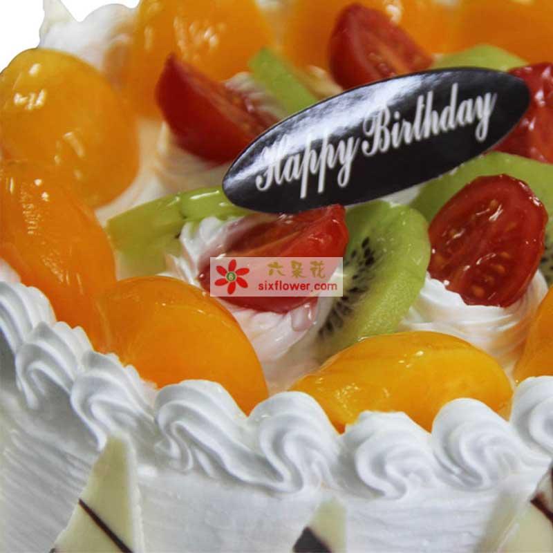8寸圆形鲜奶水果蛋糕,上层时令水果铺面,周围巧克力片围边装饰