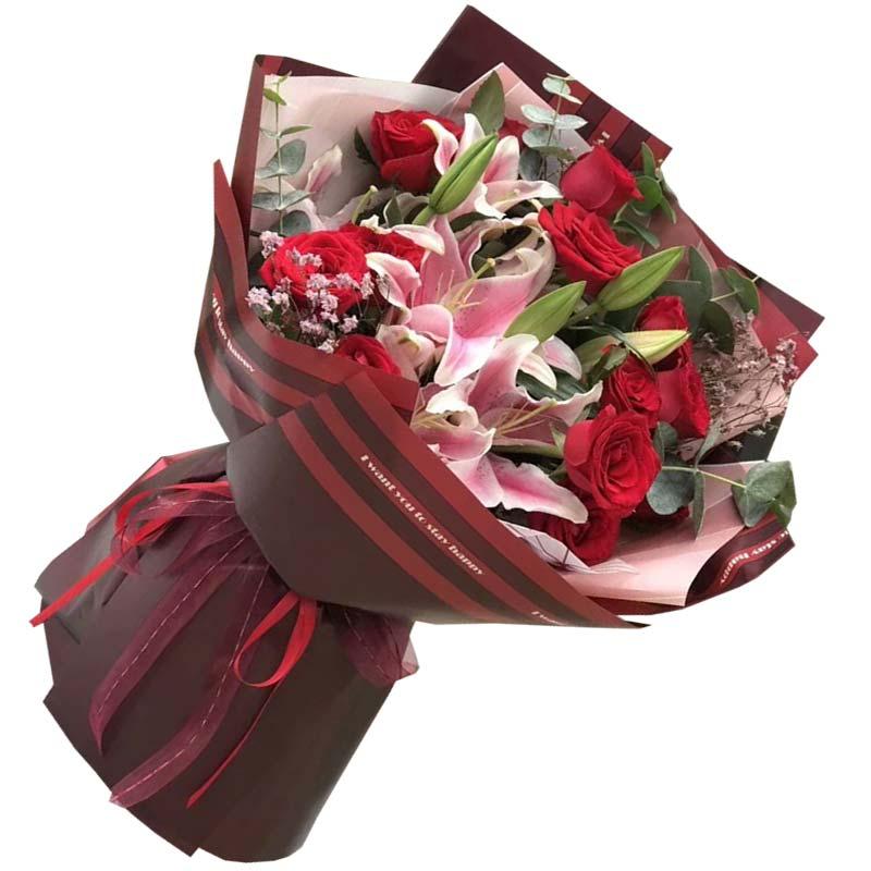 1枝红玫瑰,2枝多头粉色百合,尤加利、粉色满天星