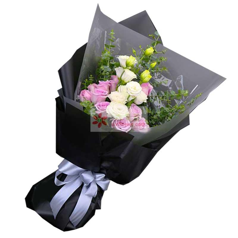 11朵戴安娜玫瑰,8朵香槟色桔梗,尤加利丰满