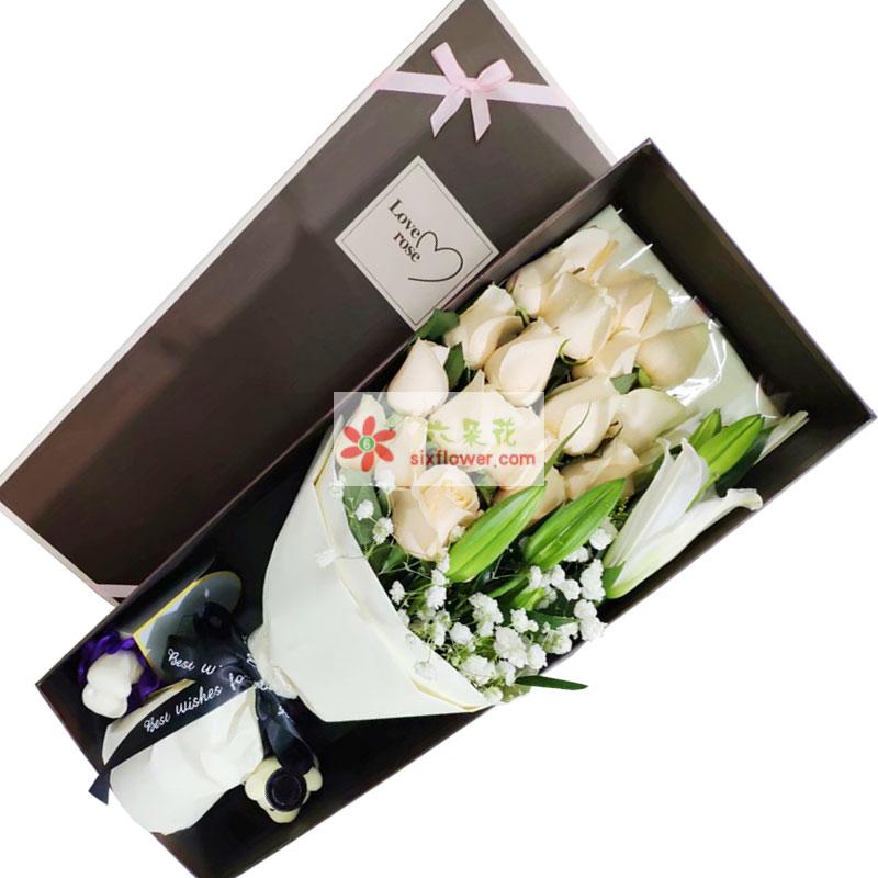 19朵香槟玫瑰百合礼盒,一往情深