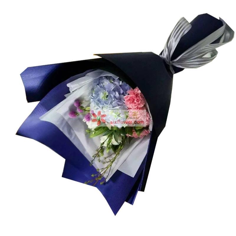11枝粉色康乃馨,9枝白色玫瑰,1个绣球花,1枝多头白百合