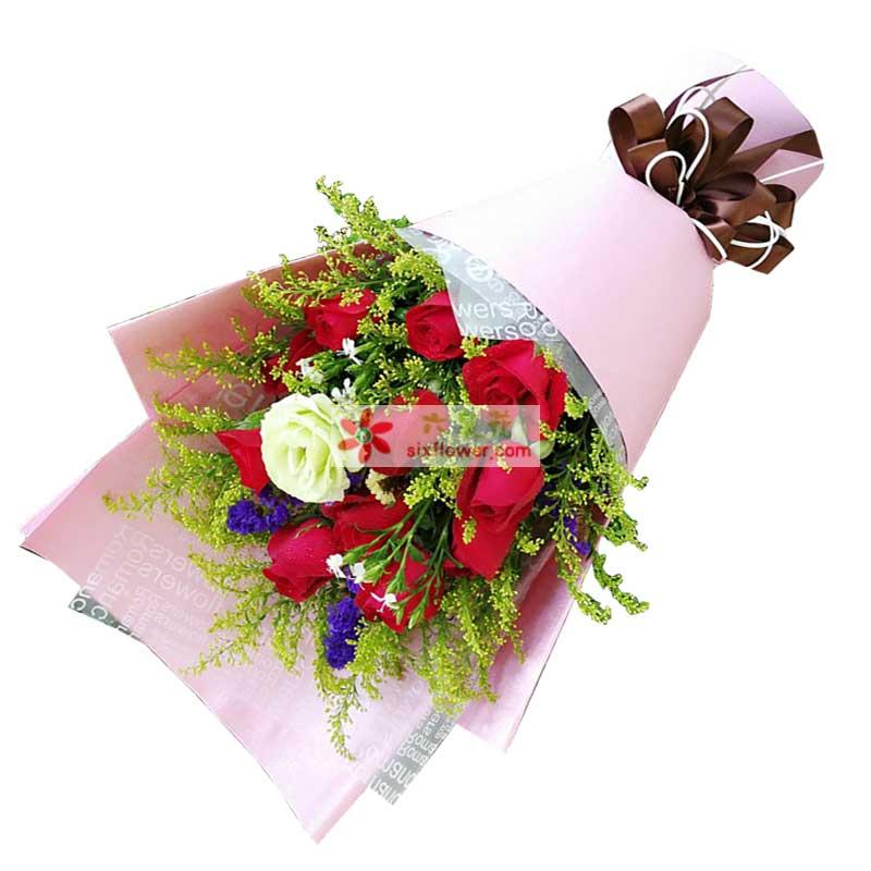 11枝红色玫瑰,1枝桔梗,黄英丰满,紫色勿忘我点缀;