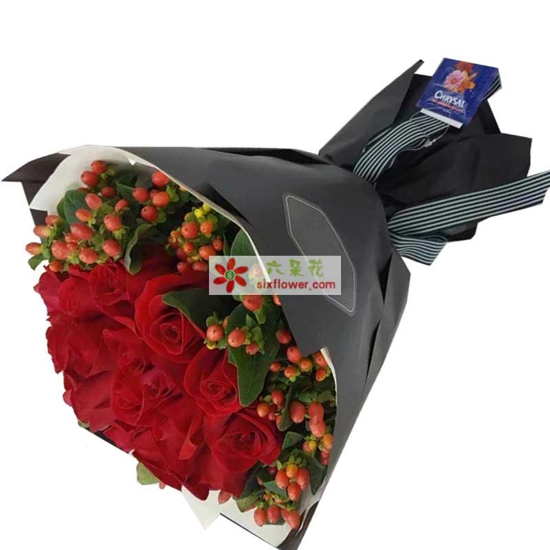 19枝红色玫瑰,红豆周围点缀(若没有红豆用相思梅替换);