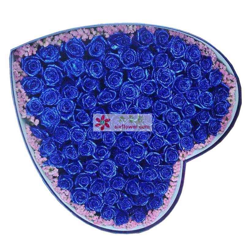 99枝蓝色玫瑰,周围勿忘我点缀