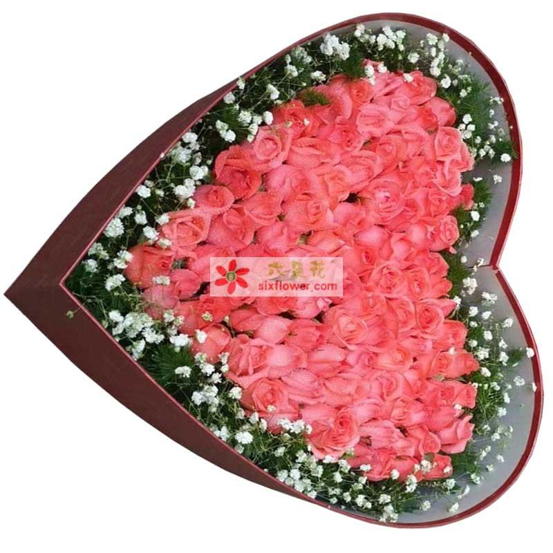99枝粉色玫瑰,周围满天星点缀