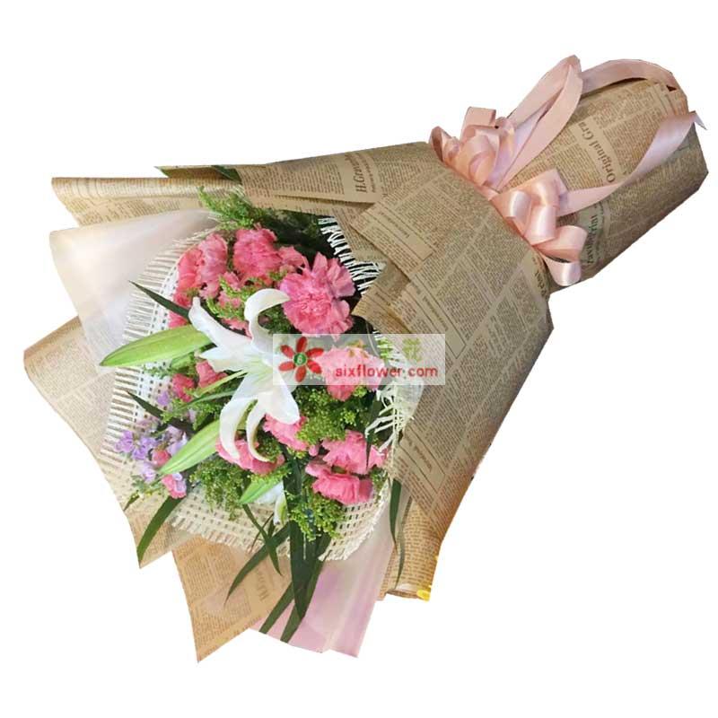 12枝粉色康乃馨、2枝多头白色百合,黄英丰满,勿忘我、配叶点缀