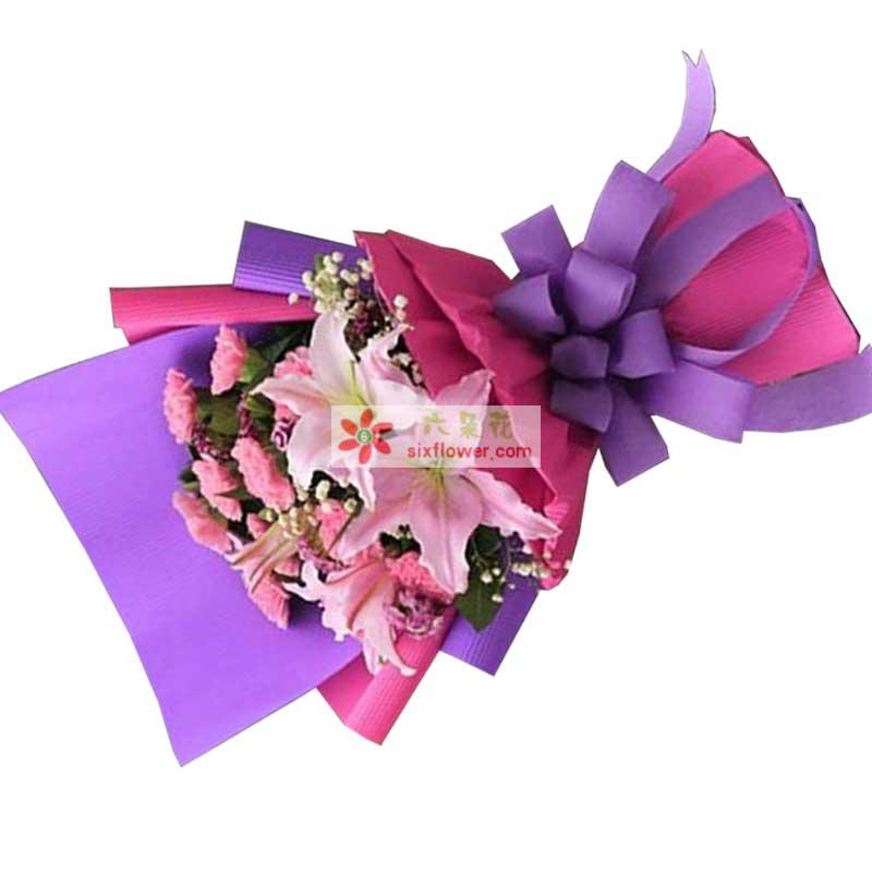 2枝粉色多头香水百合,11枝粉色康乃馨,栀子叶、满天星点缀