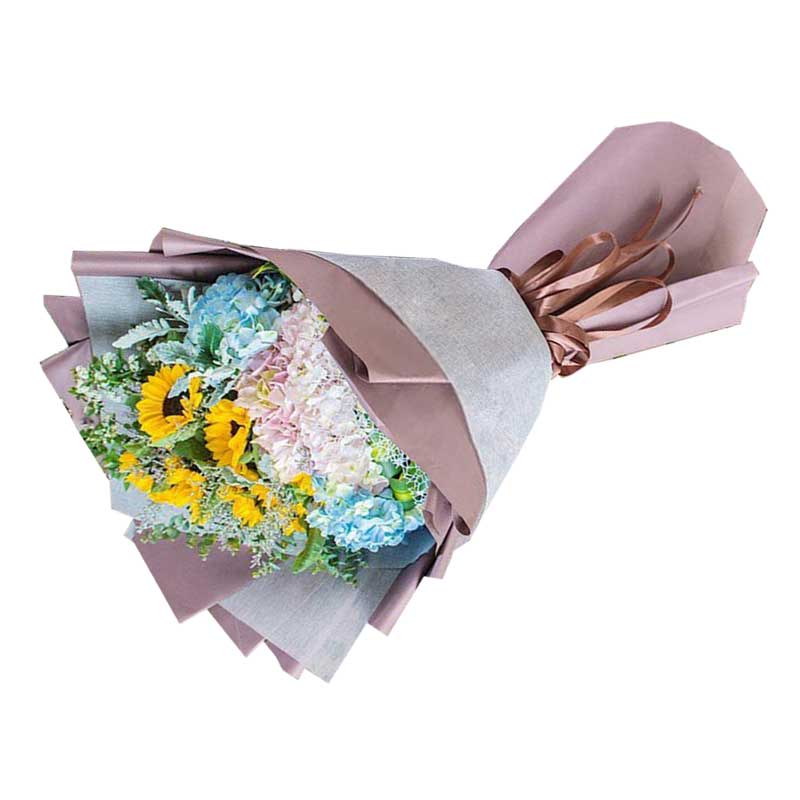 11枝向日葵,2只蓝色绣球花,3只粉色绣球花,搭配银叶菊、尤加利叶、巴西叶等